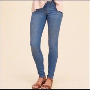 Hollister Jean size 3